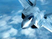 Военный самолёт в небе