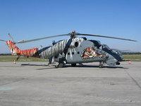 Разрисованный в стиле тигра вертолет
