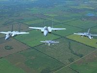 Эскадрилья самолётов над населенными пунктами