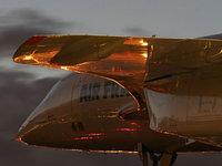 Самолёт в свете заходящего солнца