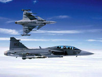 Самолёты показывают фигуры высшего пилотажа