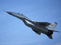 Военный самолёт истребитель в небесах