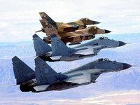 МиГ-29 и F-16 в полёте