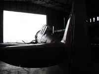 Самолёт на выезде из ангара