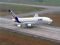 A380 отрывается от земли на взлете
