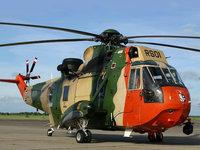 Военный вертолёт на взлетной площадке