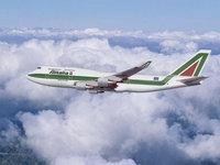 Alitalia boeing 747 над облаками