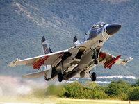 Российский истребитель Су-30 на взлете