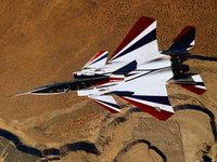 Современный истребитель пролетает над пустыней