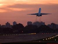 Самолёт взлетает с аэродрома