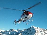 Вертолёт в снежных горах