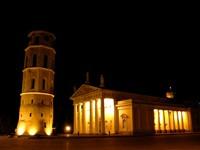 Пизанская башня ночью в Италии