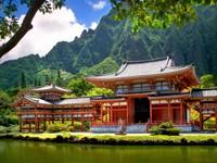 Храм на берегу реки  в горах