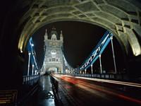 На Тауэрском  мосту, в Лондоне