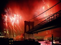 США, Нью-Йорк, Бруклинский мост, салют
