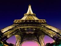 Эйфелева башня в огнях, ночью