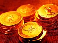 Стопки золотых монеток