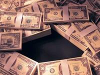 Пачки долларов разного номинала