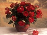Букет красных роз в вазе