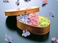 Цветы в коробке с крышкой