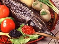 Осетр с икрой и овощами