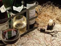 Бутылки вина и бокалы