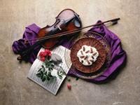 Скрипка, ноты и торт