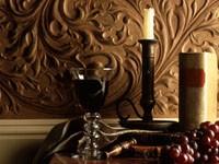 Бокал с вином,свеча и виноград