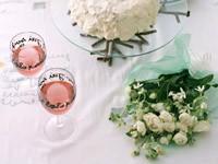 Два бокала и цветы