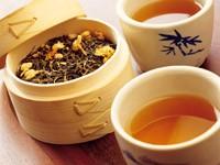 Чай в чашках и чай в коробке