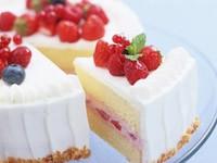 Кусочек торта с клубникой