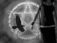 Пентаграмма и чёрный ворон