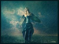Женщина с крыльями под дождем