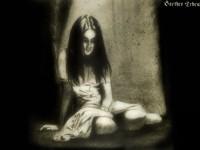 Грустная сидящая девушка