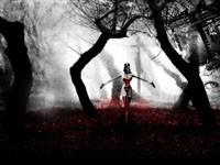 Девушка в красном на темном