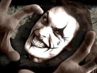 Джокер злобно улыбается