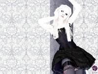 Блондинка в готичном наряде