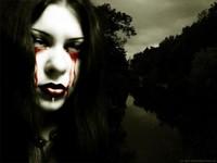 Красные щеки от кровавых слез