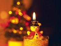 Новогодний снеговичок-свеча
