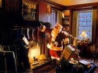 Санта раскладывает подарки