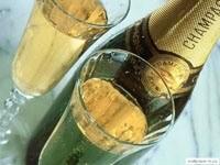 Шампанское с бокалами