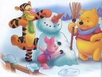 Винни и друзья лепят снеговика