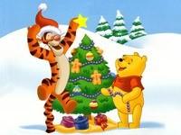 Винни и Тигра украшают елку