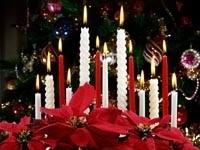 Свечи, елка и цветы