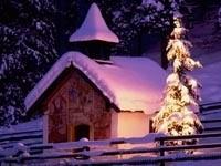 Домик и елка под снегом
