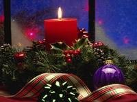 Горящая праздничная свеча