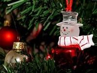 Снеговик, шар на елке