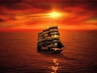 Парусный фрегат на закате в океане