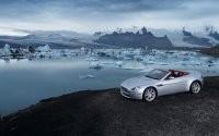 Машина у озера