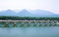 Мост и горы
